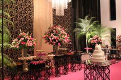 Mesa de doces15 anos dourado ,preto e rosa.