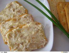 Neoloupané hlavičky česneku rozkrojíme příčně v polovině, pokapeme olejem a upečeme v troubě při 130°C. Pak ho vymáčkneme ze slupek, rozmačkáme,... Ham, Macaroni And Cheese, Catering, Buffet, Brunch, Food And Drink, Appetizers, Menu, Vegetarian