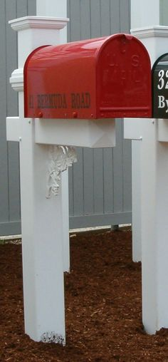 Franklin Mailbox Post with mailbox (red)