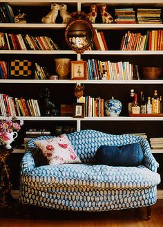 Reading nook - bookcase - printed sofa - Piles Of Inspiration Home Living, Living Spaces, Eclectic Living Room, Home Libraries, Book Nooks, Home Projects, House Design, Interior Design, Interior Ideas