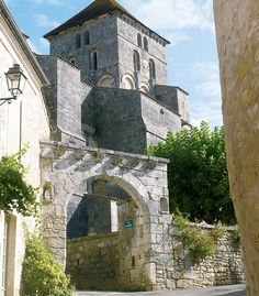 The 12th-century Romanesque Saint-Sylvain Church inSaint-Sauvant France. (Courtesy Jack Ma/Wikimedia Commons)