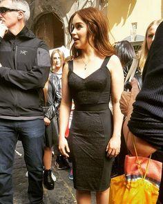 Emilia Clarke a Napoli, foto dell'attrice sul set per Dolce e Gabbana