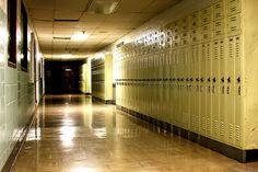 A veces los fines de semanas, yo paso tiempo en mi escuela.