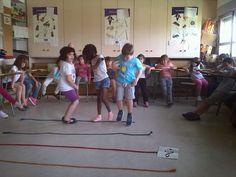 LA ALBADA: Los y las alumnas de 1° juegan con el pentagrama
