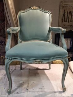 Chair: Fabric and Frame, French Style! Maison DecorAnnie Sloan Duck Egg Chalk paint on fabric and frame plus the perfect amount of gilding.Maison DecorAnnie Sloan Duck Egg Chalk paint on fabric and frame plus the perfect amount of gilding. Chalk Paint Fabric, Painting Fabric Chairs, Chalk Paint Chairs, Chalk Paint Furniture, Chair Fabric, Diy Chair, Chalk Painting, Reupholster Furniture, Chair Upholstery