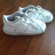 online retailer 44cc0 f7a86 Nike Air Force ones Toddler nike air forces. White, gum bottoms. Size 8