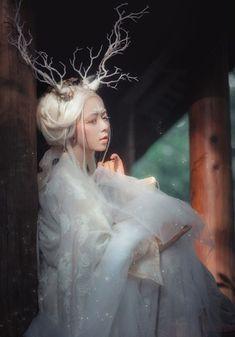 Fantasy Photography, Artistic Photography, Portrait Photography, Dark Fantasy, Fantasy Art, Fantasy Costumes, Dark Beauty, Hanfu, Mythological Creatures