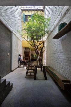 Là công trình Việt Nam giành giải nhất hạng mục Nhà ở nhỏ tại Festival Kiến trúc thế giới 2015, ngôi nhà đã tái hiện một phần nào nét đẹp độc đáo, yên bình một thời của Sài Gòn xưa.