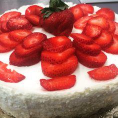 Fresh strawberries from the Local Farmers Market. Namesake Cheesecake, Menlo Park ca Layer Cheesecake, Menlo Park, Farmers Market, Strawberries, Fresh, Baking, Board, Recipes, Strawberry Fruit