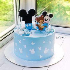 Festa Mickey Baby, Mickey And Minnie Cake, Minnie Mouse Birthday Cakes, Mickey Mouse Cupcakes, Mickey Cakes, Mickey Birthday, Joint Birthday Parties, Baby Boy 1st Birthday Party, Baby Birthday Cakes