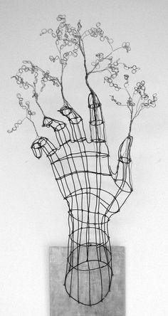 """Find out more details on """"metal tree art projects"""". Check out our web site. Wire Art Sculpture, Wire Sculptures, Abstract Sculpture, Bronze Sculpture, Sculptures Sur Fil, Stylo 3d, Art Et Design, 3d Design, Art Fil"""