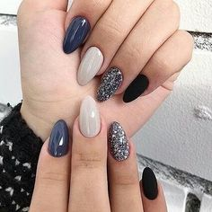 36 Perfect and Outstanding Nail Designs for Winter dark color nails; nude and sparkle nails; Nagellack Ideen 36 Perfect and Outstanding Nail Designs for Winter 2018 Grey Nail Polish, Gray Nails, Polish Nails, Black Polish, Black And Blue Nails, Grey Nail Art, Violet Nails, Black Nail, Black Glitter