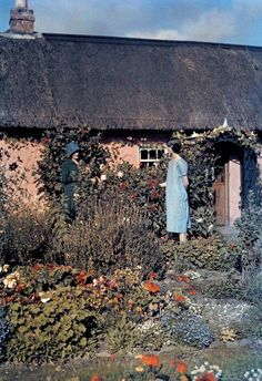 In a National Geographic photographer documented the Emerald Isle with one of the first color photography processes. Color Photography, Vintage Photography, Irish Free State, Irish Clothing, National Geographic Photographers, Emerald Isle, Dark Fantasy Art, Impressionist Paintings, Black And White Pictures