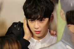 "[18.01.17] Shooting ""Idol VR Drama"" - EunWoo"