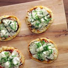 Quick & Easy Eggplant Naan Pizzas with Naan, Olive Oil, Small Eggplant, Basil Leaves, Pizza Sauce, Mozzarella Cheese, Ricotta Cheese, Shaved Parmesan Cheese. Sushi Recipes, Pizza Recipes, Vegetarian Recipes, Naan Pizza, Pizza Pizza, Breakfast Dessert, Dessert For Dinner, Mozzarella, Eggplant Pizzas