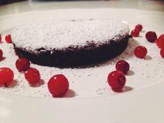 (12 Personen) (pro Portion 203kcal, Eiweiss3,7g, Kohlenhydrate25g, Fett10,2g) Auf der Suche nach einem etwas gesünderen Dessert fürs Wochenende? Hier eine Brownie-Variation mit Kichererbsen statt Mehl. Kichererbsen-Brownies Zutaten 200 g dunkle Schokolade(mind. 60%) 1 Dose(400 g)..