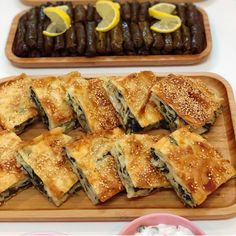 Selamlar♥️♥️♥️ Ispanaklı börek -5 adet yufka Sosu için -2.5 su bard süt -2yumurta -yarım su bard sıvıyağ -1 fiske tuz İçine bir bag…
