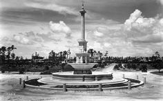 The recently completed De Soto Plaza and Fountain. The Biltmore Hotel is under construction in the left background. 1925 June 24.</p>  <p>William A. Fishbaugh, photographer.</p>  <p>HistoryMiami, Fishbaugh M3812.</p>