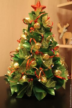 best ideas for basket decoration candy Homemade Christmas Gifts, Diy Christmas Tree, Christmas Candy, Christmas Projects, Candy Crafts, Holiday Crafts, New Years Decorations, Christmas Decorations, Holiday Baskets