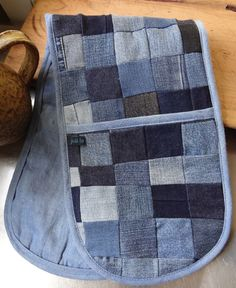 Recycled Denim Oven Gloves (on etsy) - love the patchwork. Jean Crafts, Denim Crafts, Sewing Hacks, Sewing Crafts, Sewing Projects, Mochila Jeans, Sewing Jeans, Denim Ideas, Recycled Denim