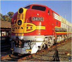 Perhaps the most classic early diesel locomotive of all time, from Santa Fe.EMD F series. Rail Train, Train Art, Electric Locomotive, Diesel Locomotive, N Scale Model Trains, Bnsf Railway, Train Posters, Bonde, Covered Wagon