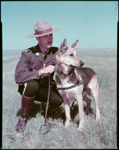 1950 Royal Canadian Mounted Police officer with his German Shepherd Police Dog Names, Police Dogs, Brave Animals, Belgian Malinois Dog, Military Working Dogs, Military Dogs, Human Poses, My Land, Service Dogs