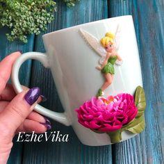 Очень люблю мультфильм «Феи» и давно хотела сделать кружечку с Динь-Динь. Как обычно на заказ можно изменить детали- заменить цветок, сделать полянку мелких цветочков, добавить какие-нибудь «потеряшки» - в общем простор для фантазии ♀️. ❗️А эта кружечка в наличии, 1550₽ #ezhevika_lyuвналичии ❗️