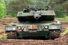 Czołg podstawowy Leopard 2 A5 jeszcze w niemieckiej armii. Pod koniec 2013 roku 105 czołgów tego typu kupiła polska armia od zachodniego sojusznika. Te 60. tonowe kolosy poddane zostały jeszcze w Bundeswehrze szerokiej modernizacji w stosunku do użytkowanych już w wojsku polskim wersji A4. Polacy zapowiadają dalsze unowocześnienia.