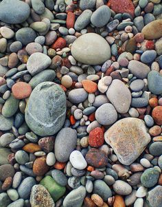 Pebbles - The multi-coloured pebbles on New Aberdour beach the result of glacial deposits which form some of the soft sandstone / composite rock found at this location. By Andy Stuart Rock And Pebbles, Rocks And Gems, Rocks And Minerals, Pebble Stone, Pebble Art, Stone Art, Pebble Mosaic, Art Texture, Sticks And Stones
