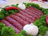 Mititei : Etape 2 Romanian Food, Saveur, Meatball, Drizzle Cake, Marinated Cucumbers, Romanian Recipes, Dish, Food, Romania