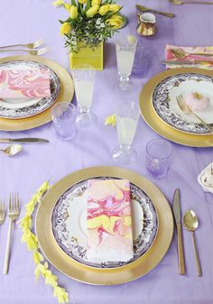 easter tabletop // #pastels #yellow #marbleized