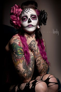 A slightly Gothic Santa Muerte Mexico Day Of The Dead, Day Of The Dead Girl, Day Of The Dead Skull, Sugar Scull, Sugar Skull Girl, Sugar Skull Makeup, Helloween Make Up, Catrina Tattoo, Dead Makeup
