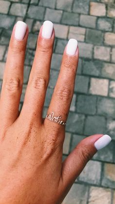 Cute manicure and ring - Trend Hair Makeup And Outfit 2019 Dainty Jewelry, Cute Jewelry, Jewelry Accessories, Mode Inspiration, Nails Inspiration, Cute Nails, Pretty Nails, Hair And Nails, My Nails