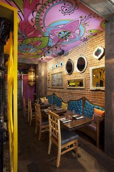 Indian restaurant interior design hledat googlem india in 2018 pinterest restaurant for Small indian restaurant interior design