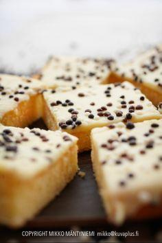White Chocolate Tart. Valkosuklaatorttu. Food & style Kati Pohja, photo Mikko Mäntyniemi. Client Meira Oy.