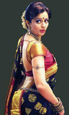 that black beauty of nauvari saree