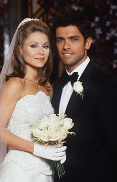 These Magical Kelly Ripa & Mark Consuelos Throwbacks Will Make You Believe in Love Again Brandon Jenner, Kelly Ripa Mark Consuelos, Susan Lucci, Red Band Society, Wedding Dress Gallery, Victoria Secret Outfits, Famous Couples, Designer Wedding Dresses, Celebrity Weddings