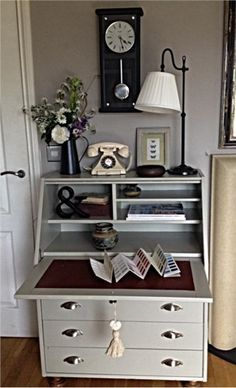 An inspirational image from Farrow and Ball Dove Tale walls and Hardwick White Bureau. I love this and I am thinking double duty computer/vanity. Refurbished Furniture, Paint Furniture, Upcycled Furniture, Furniture Projects, Furniture Makeover, Furniture Plans, Home Office Space, Home Office Furniture, Home Office Decor