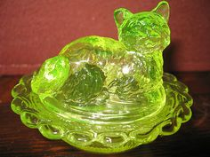 Vaseline glass salt cellar celt cat kitten kitty on nest basket dish uranium art