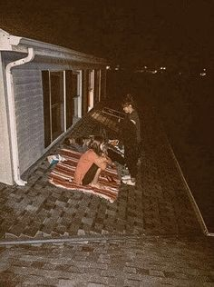 Sleeping on a roof & talking all night about vague things with girlfriends Sleeping . - Sleeping on a roof & talking about vague things with girlfriends all night Sleeping on a roof & tal - Night Aesthetic, Summer Aesthetic, Aesthetic Black, Aesthetic Girl, Dream Night, People's Friend, Adventure Aesthetic, Night Vibes, Summer Goals