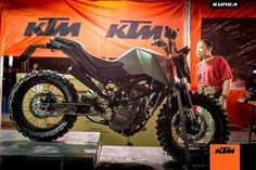 KTM Thailand plays with customisation for Duke 200 and has showcased a range of custom off-roading versions of the street-fighter done by Kunka Ktm Motorcycles, Scrambler Motorcycle, Ktm Duke 200, Duke Bike, Ktm 125, Scrambler Custom, Expedition Truck, Motorcycle Companies, Motorcycle Camping