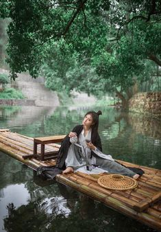 Hanfu, Pose Reference Photo, Fantasy Places, Chinese Clothing, Ancient China, Traditional Art, Traditional Dresses, Chinese Art, Solar System