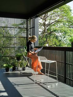 Paddington House in Brisbane / Kieron Gait Architects - All About Balcony Veranda Railing, Balcony Railing, Balcony Privacy Screen, Deck Railings, Privacy Screens, Brisbane, Outdoor Blinds, Outdoor Rooms, Residential Architecture