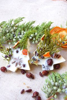 Christmas ornament-soy wax melts-Set of 2 candle tree An aromatic soy tarts (SET of 2) with cinnamon oil, orange oil, grapefruit oil, bergamot oil, anise stars herbs and twigs, pieces of a orange is a wonderful gift to Christmas.
