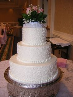 Publix Wedding Cakes Not Sure Bout Flowers On Top But Love The Cake
