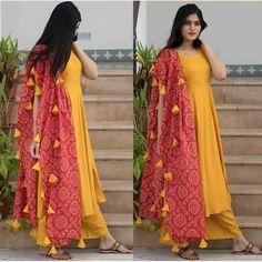 Bandhani Dress, Salwar Dress, Anarkali, Designer Punjabi Suits, Indian Designer Wear, Kurti Neck Designs, Saree Blouse Designs, Indian Look, Indian Wear
