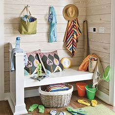 Design Chic - beach house -  love the bench