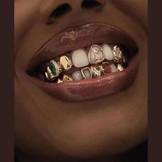 15 Tooth Jewelry & Gems You'll Fall In Love With Girls With Grills, Girl Grillz, Grillz For Girls, Cute Jewelry, Jewelry Accessories, Jewelry Ads, Gold Jewellery, Diamond Teeth, Diamond Grillz