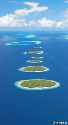 Beautiful Islands Around the World (Part 1 10 Pics) , The Maldives Atolls, Indian Ocean.