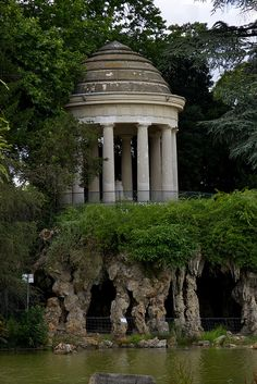 The Temple of Love on Lac Daumesnil in the Bois de Vincennes in Paris, France. The largest public park in Paris, created between by Emperor Louis Napolean Paris Travel, France Travel, Tour Eiffel, The Places Youll Go, Places To See, Bel Air, Monuments, Wonderful Places, Beautiful Places